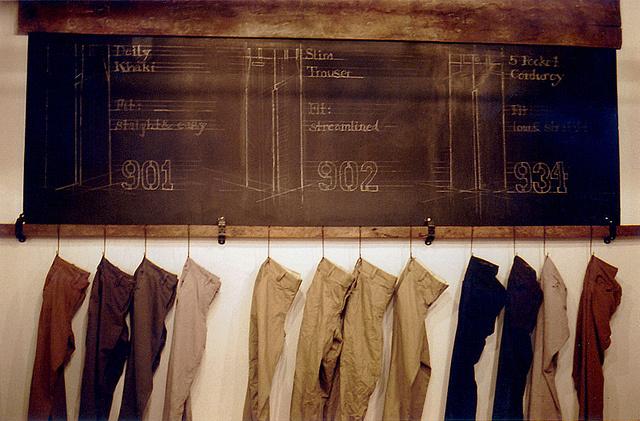 Pantalones de Save Kakhi. La marca de la camisa  de la discordia.